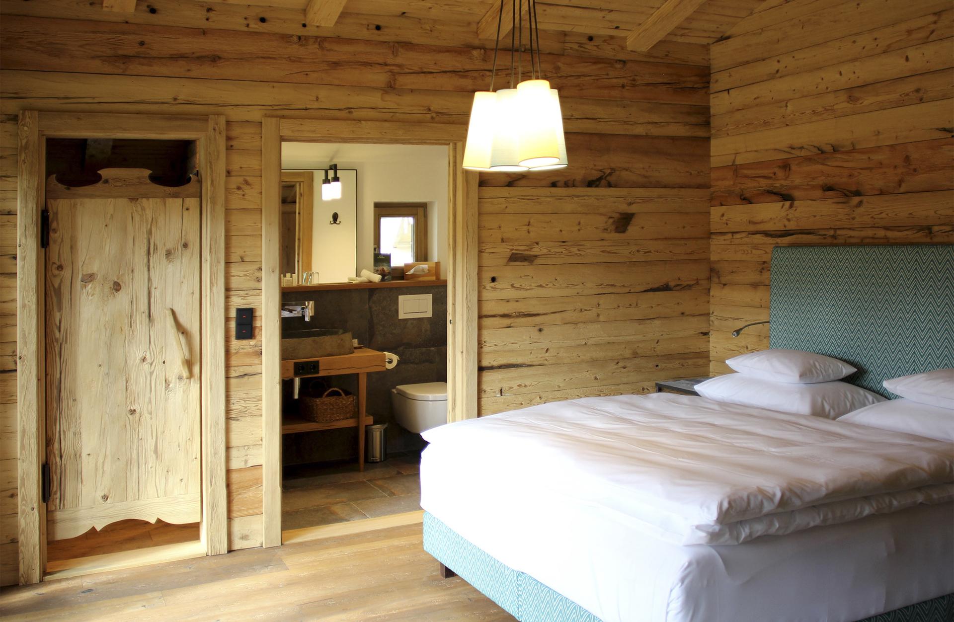 tischlerei-decker-Chalet-Eule-Doppelzimmer-Bett
