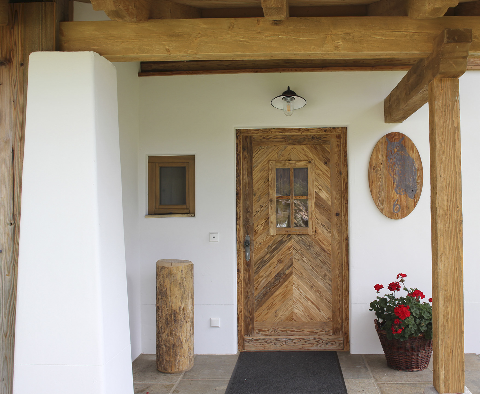tischlerei-decker-Chalet-Eule-Eingangstuer