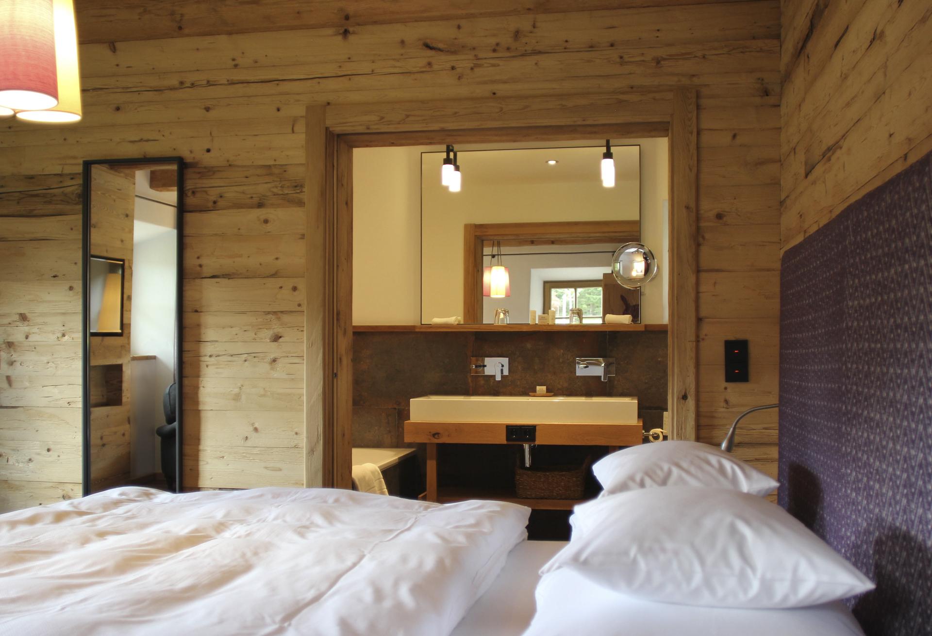 tischlerei-decker-Chalet-Eule-Schlafzimmer-mit-Bad