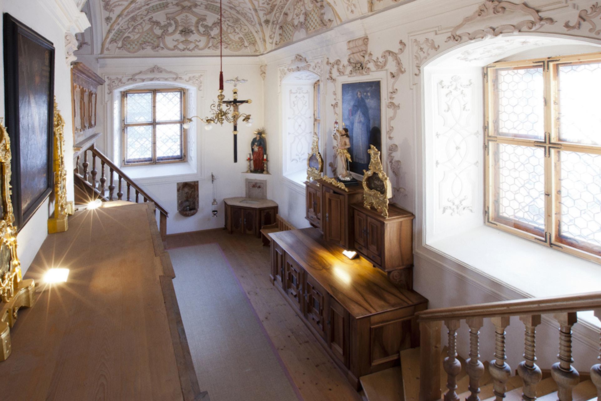 tischlerei-decker-meisterbetrieb-tirol-basilika-mariathal-sakristei-ueberblick