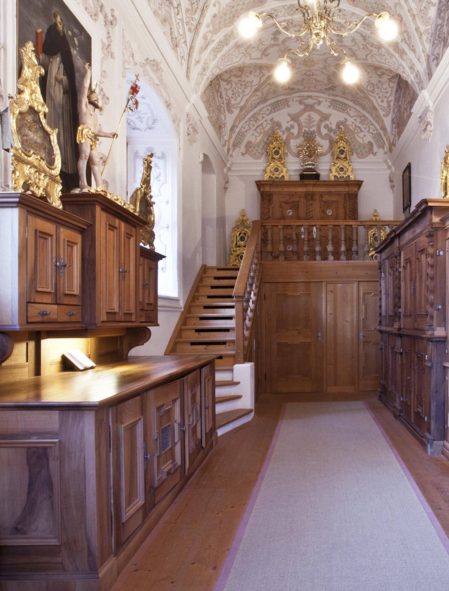 tischlerei-decker-basilika-mariathal-sakristei-raumuebersicht