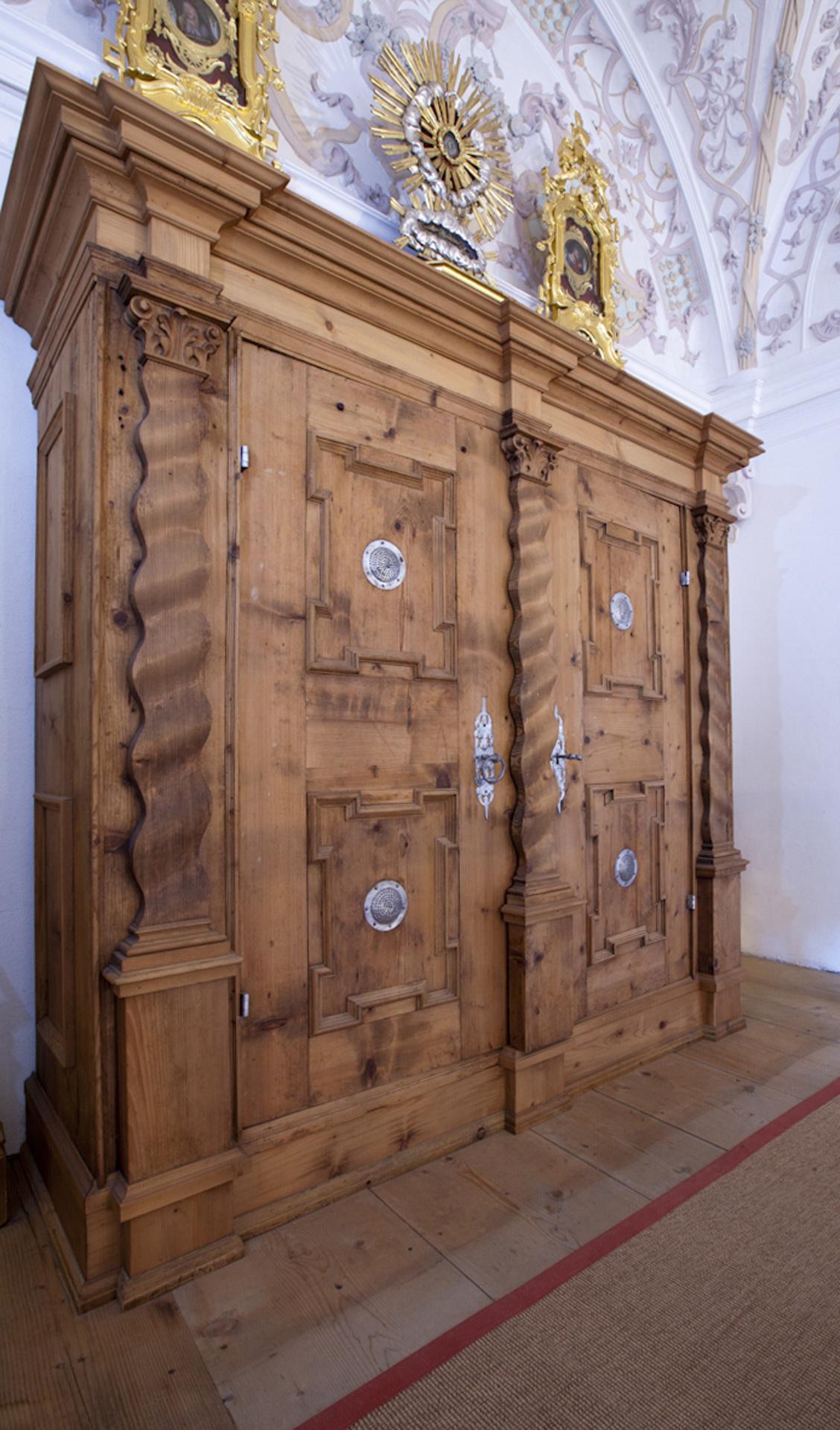 tischlerei-decker-basilika-mariathal-sakristei-schrank