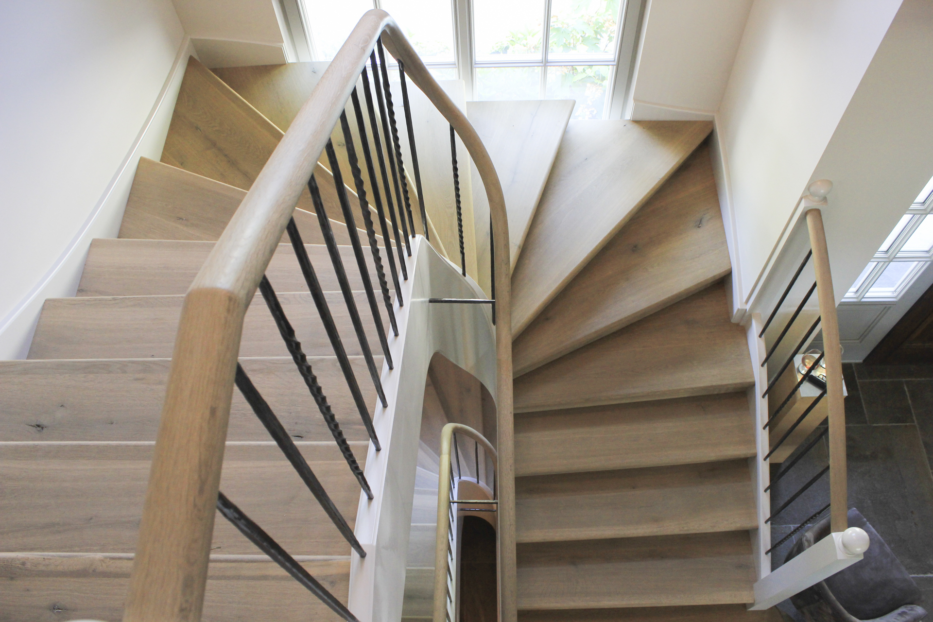 tischlerei-decker-landhaus-herliberg-treppe-von-oben