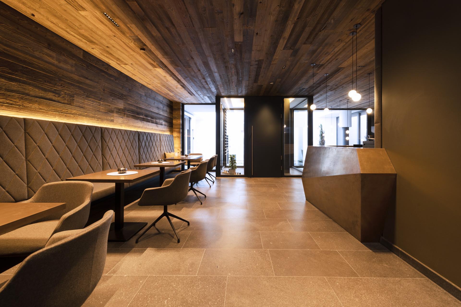 Tischlerei-Decker-Projekte-Mountain-Chalet-Kirchberg-Lounge-Bereich