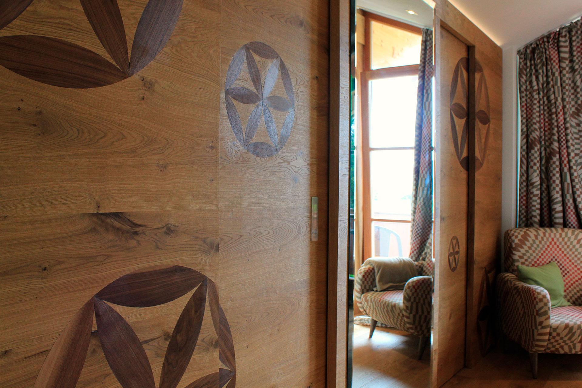Tischlerei-Decker-Projekte-Wohnung-B-Garderobe-Holzschiebetuer