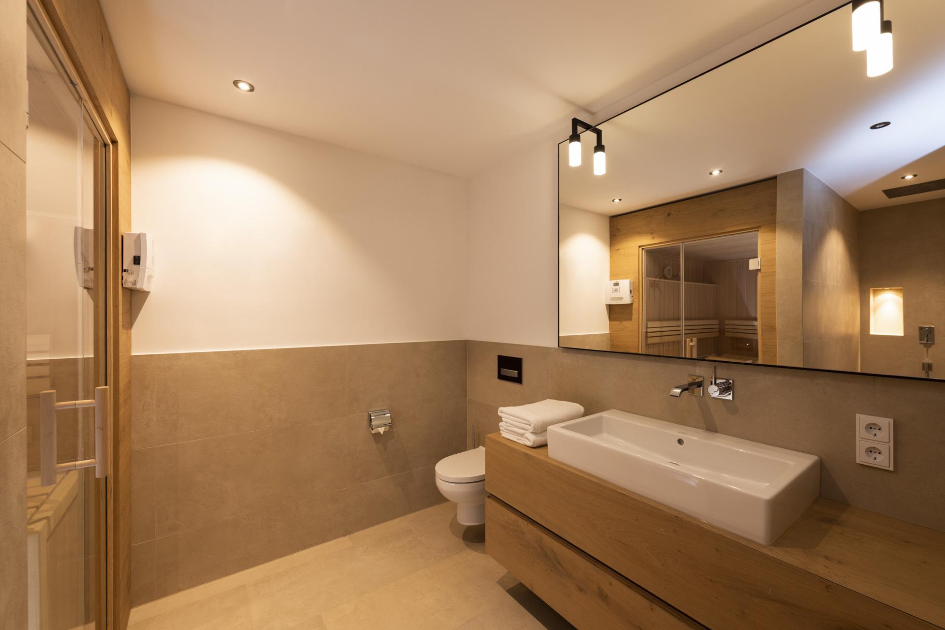 Tischlerei-Decker-Projekte-Wohnung-D-Badezimmer-mit-Sauna