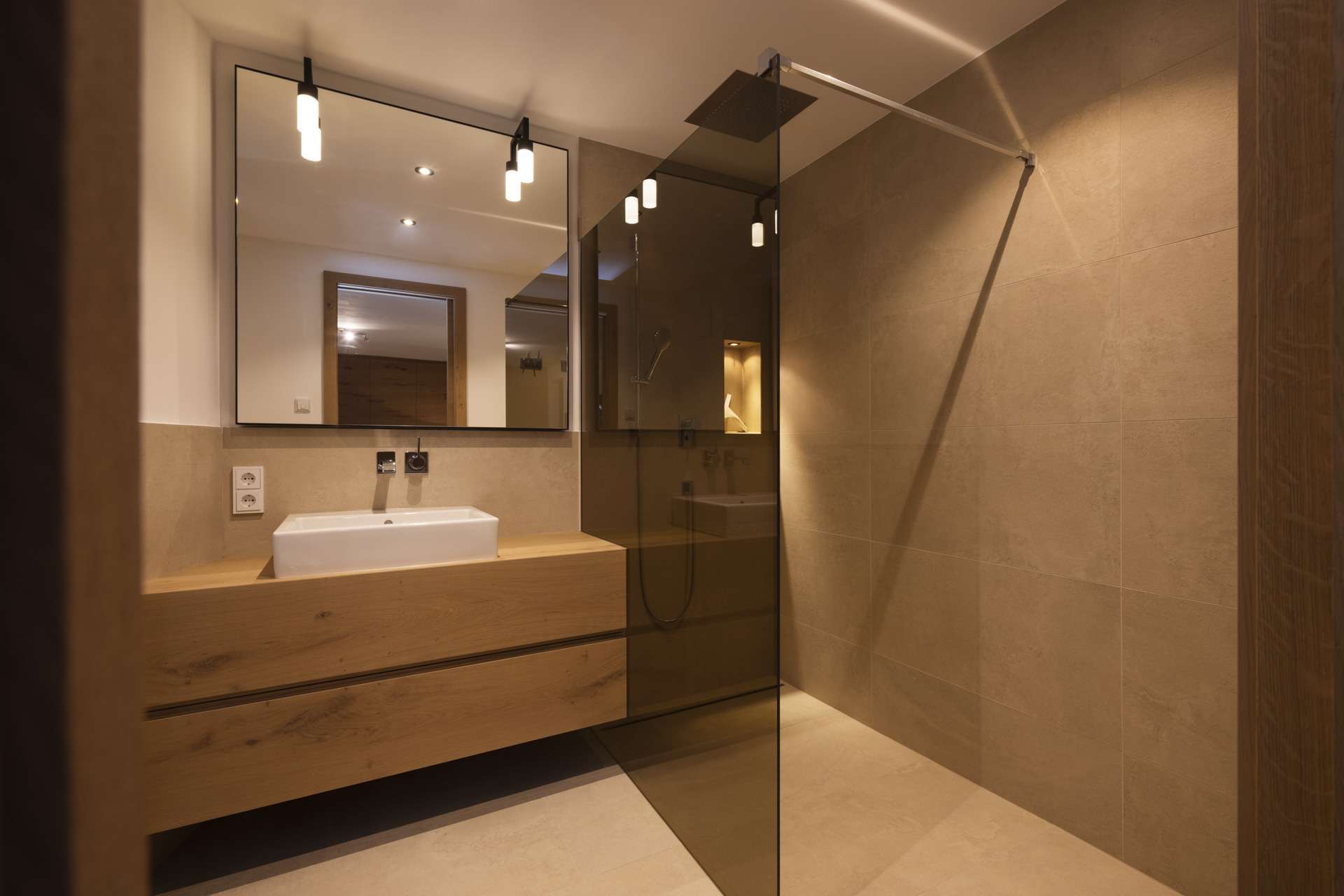 Tischlerei-Decker-Projekte-Wohnung-D-grosses-Badezimmer