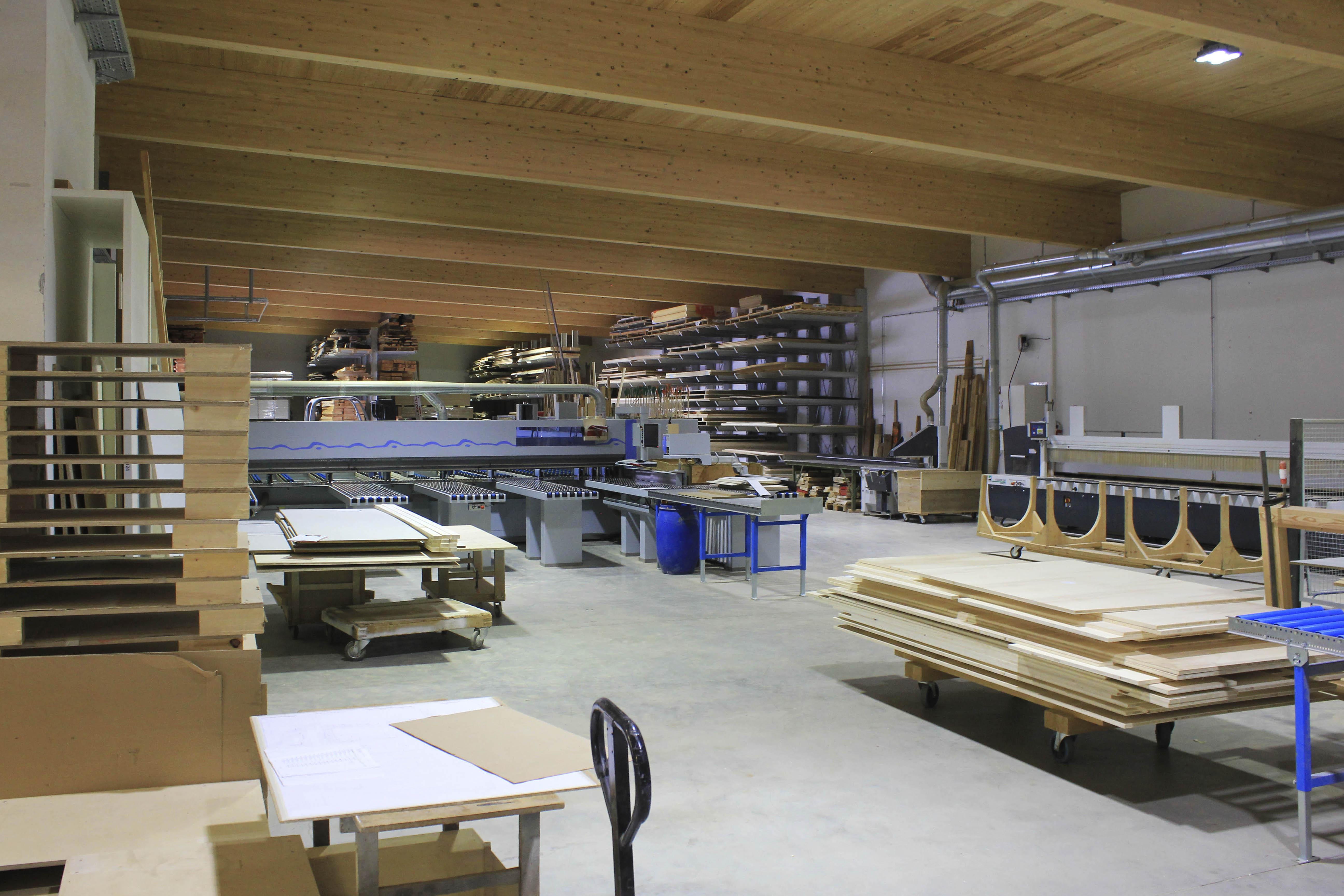 Tischlerei-Decker-Kontakt-Produktion