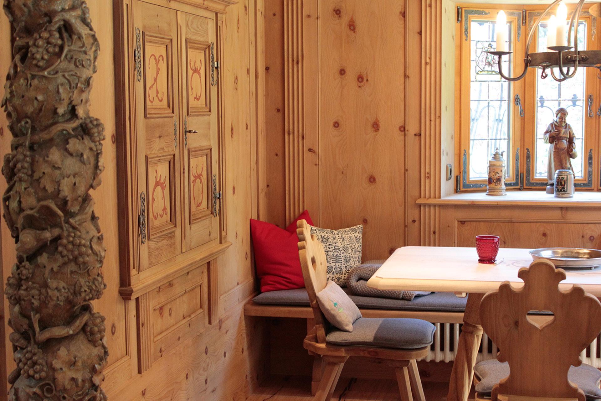 Tischlerei-Decker-Neuigkeiten-Auszeichnung-Gestaltung-und-Tischlerhandwerk-Bauernstueberl