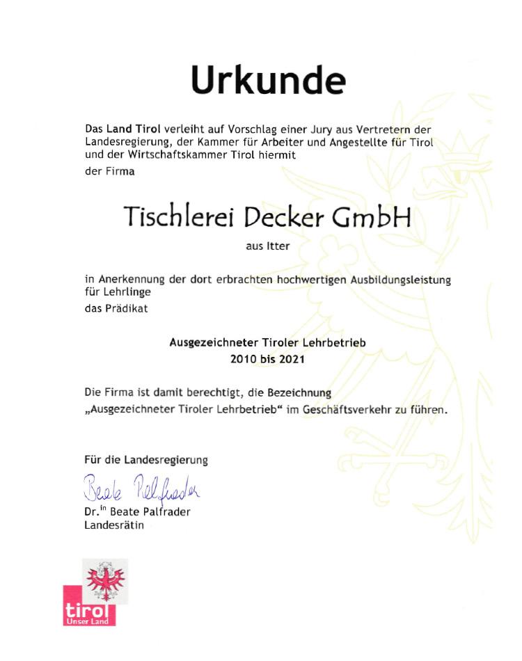 Tischlerei-Decker-Neuigkeiten-ausgezeichneter-Lehrlingsbetrieb-Urkunde