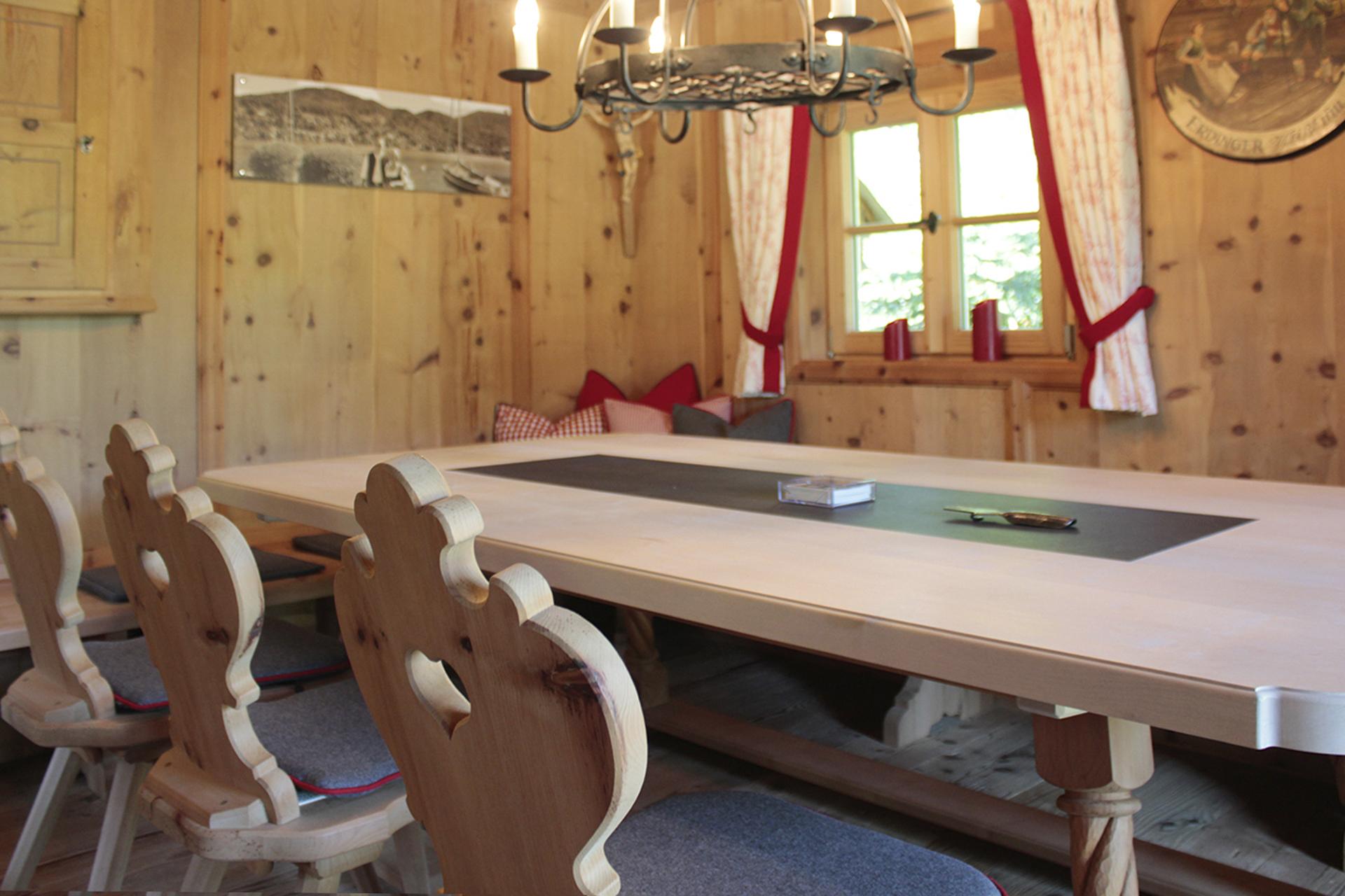 tischlerei-decker-Gartenhaus-stube-esstisch