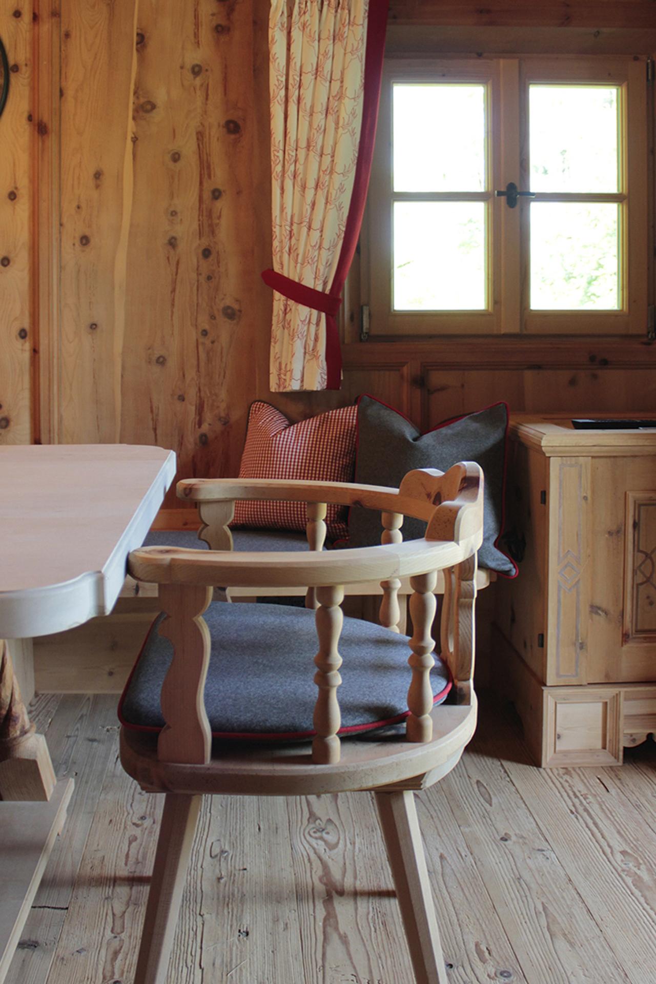 tischlerei-decker-Gartenhaus-stuehle