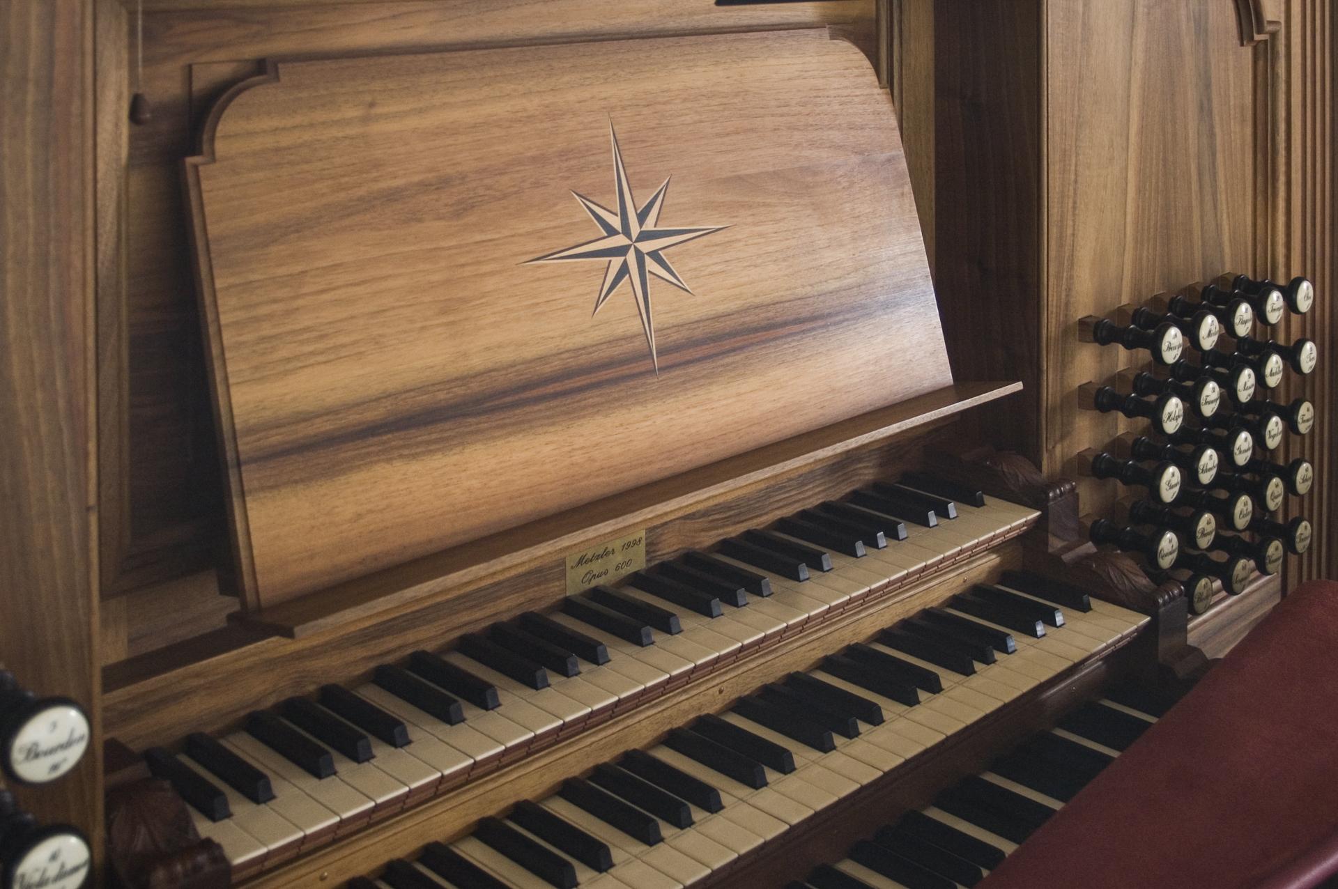 tischlerei-decker-Orgel-Hopfgarten-restauration-orgel-tastatur