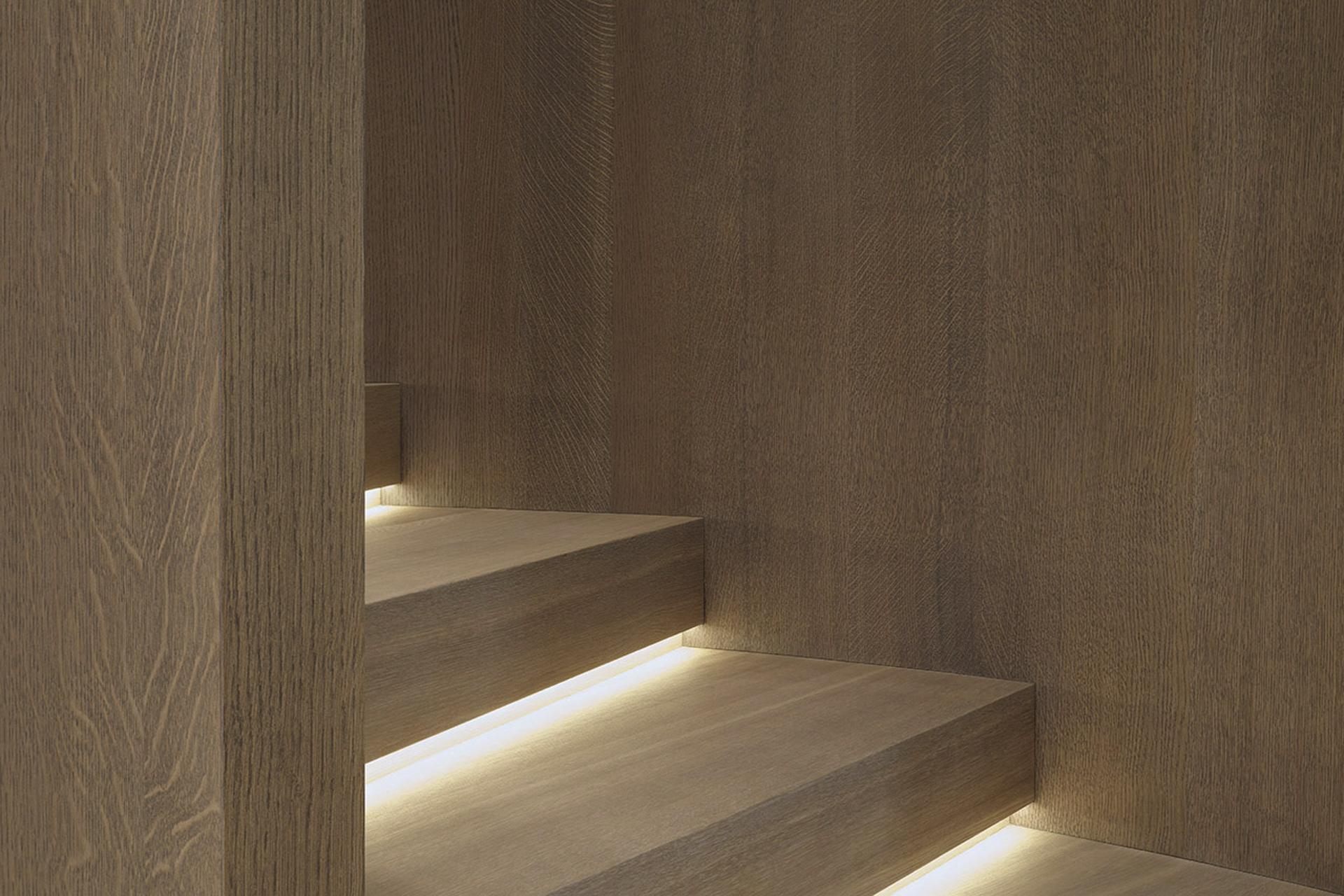 tischlerei-decker-UGW-Wendeltreppe-Beleuchtung-Stufen