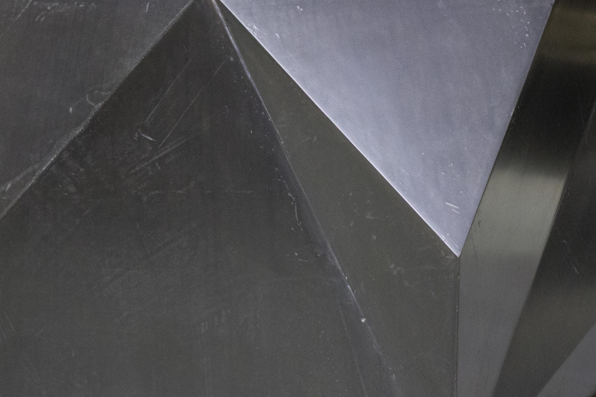 tischlerei-decker-meistertischlerei-oesterreich-couchtisch-metalloberflaeche