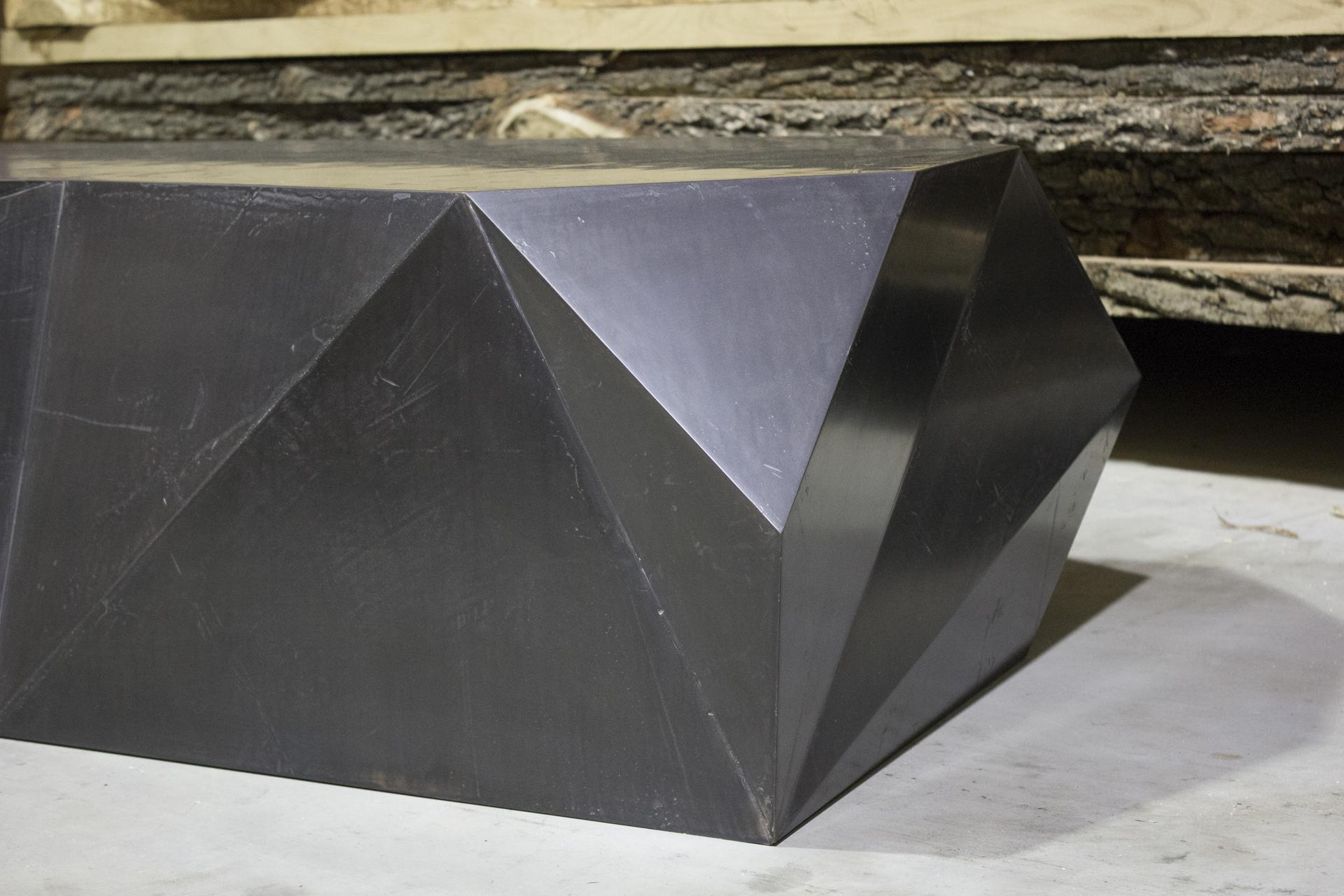 tischlerei-decker-couchtisch-metalloberflaeche