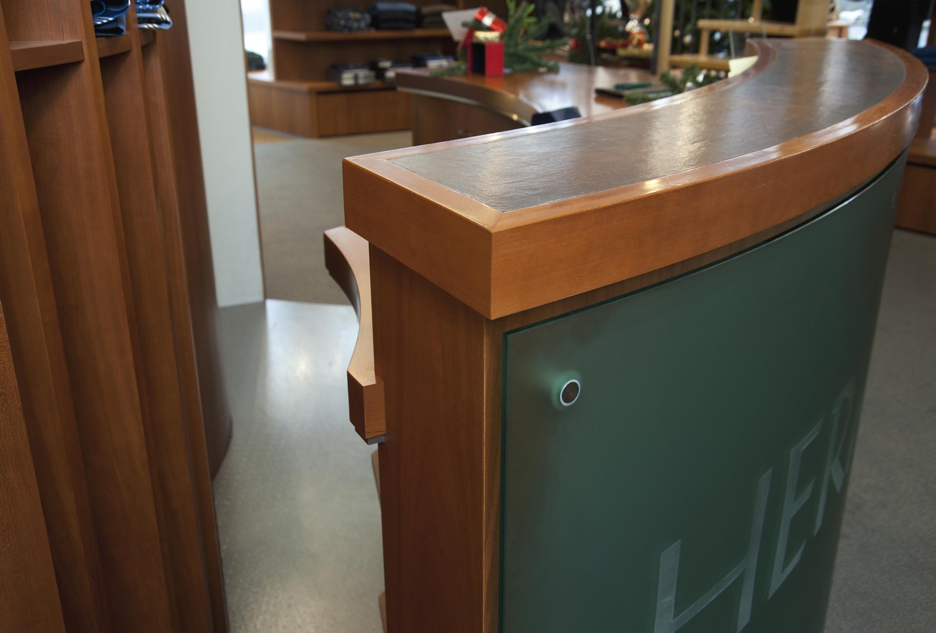 tischlerei-decker-herkert-shop-theke-detail