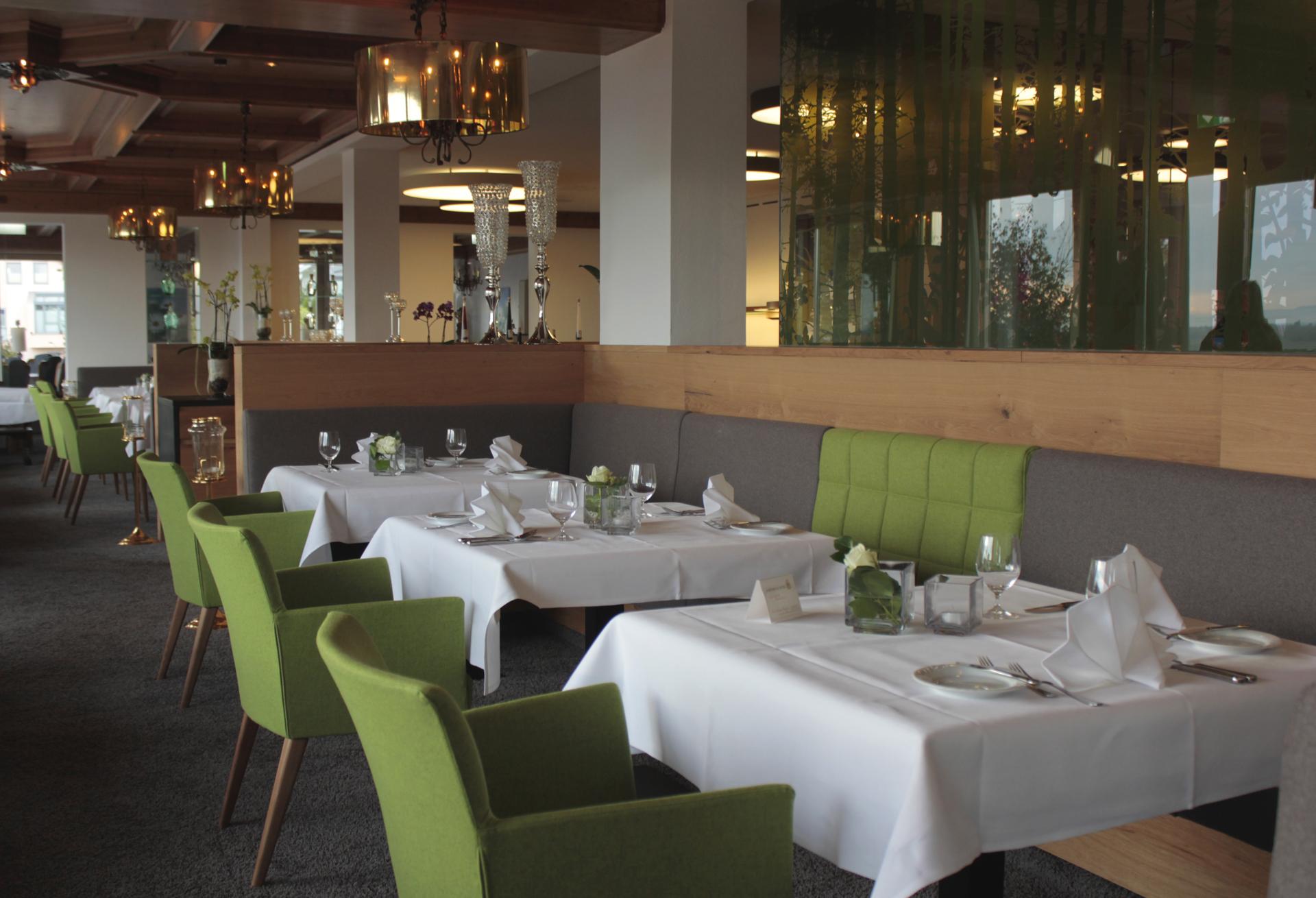 tischlerei-decker-hotel-schoenbuch-restaurant-esstische-essbereich