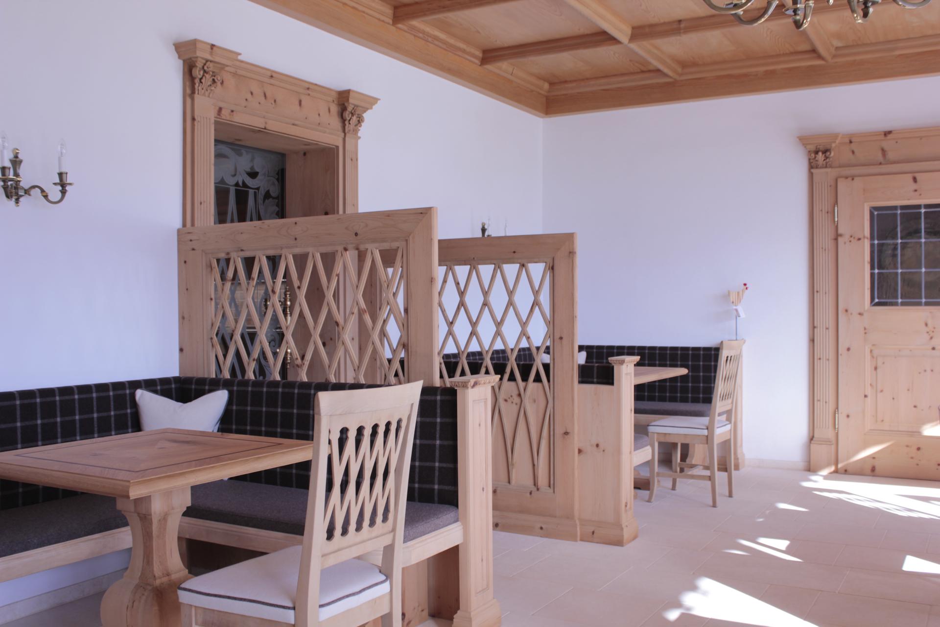 tischlerei-decker-laerchenhof-fruehstuecksraum-nischen