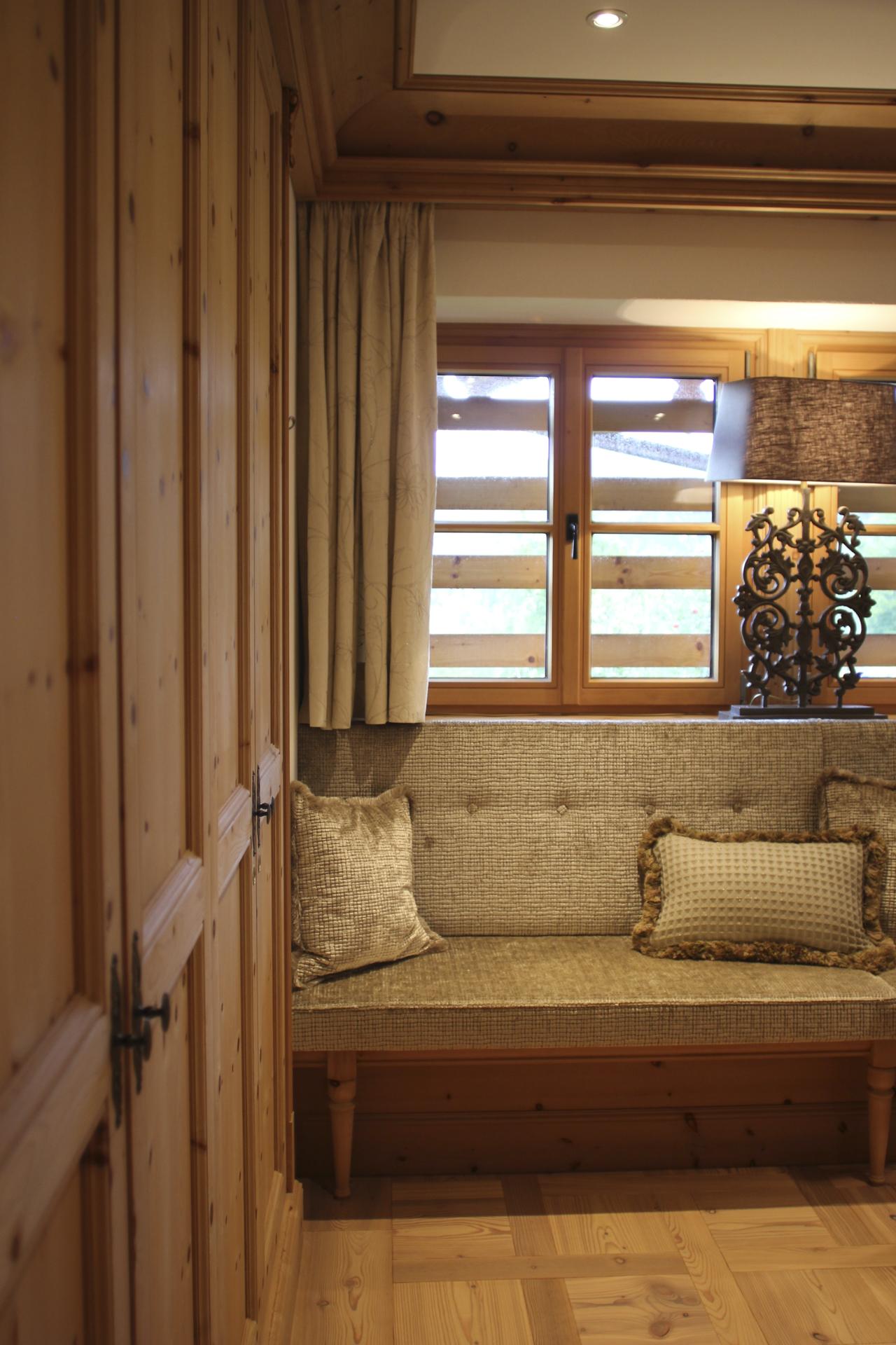 tischlerei-decker-landhaus-bayern-details-sitzbank-badezimmer