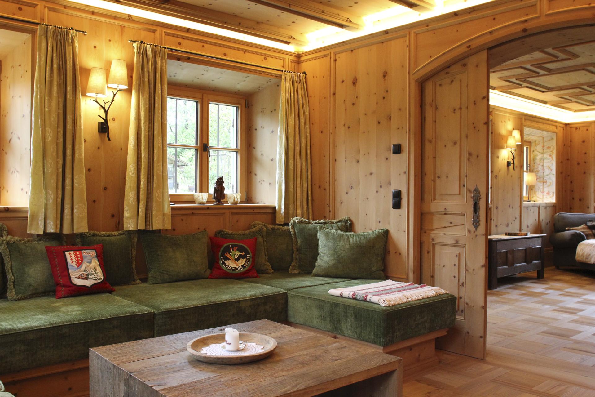 tischlerei-decker-landhaus-bayern-wohnzimmer-couch