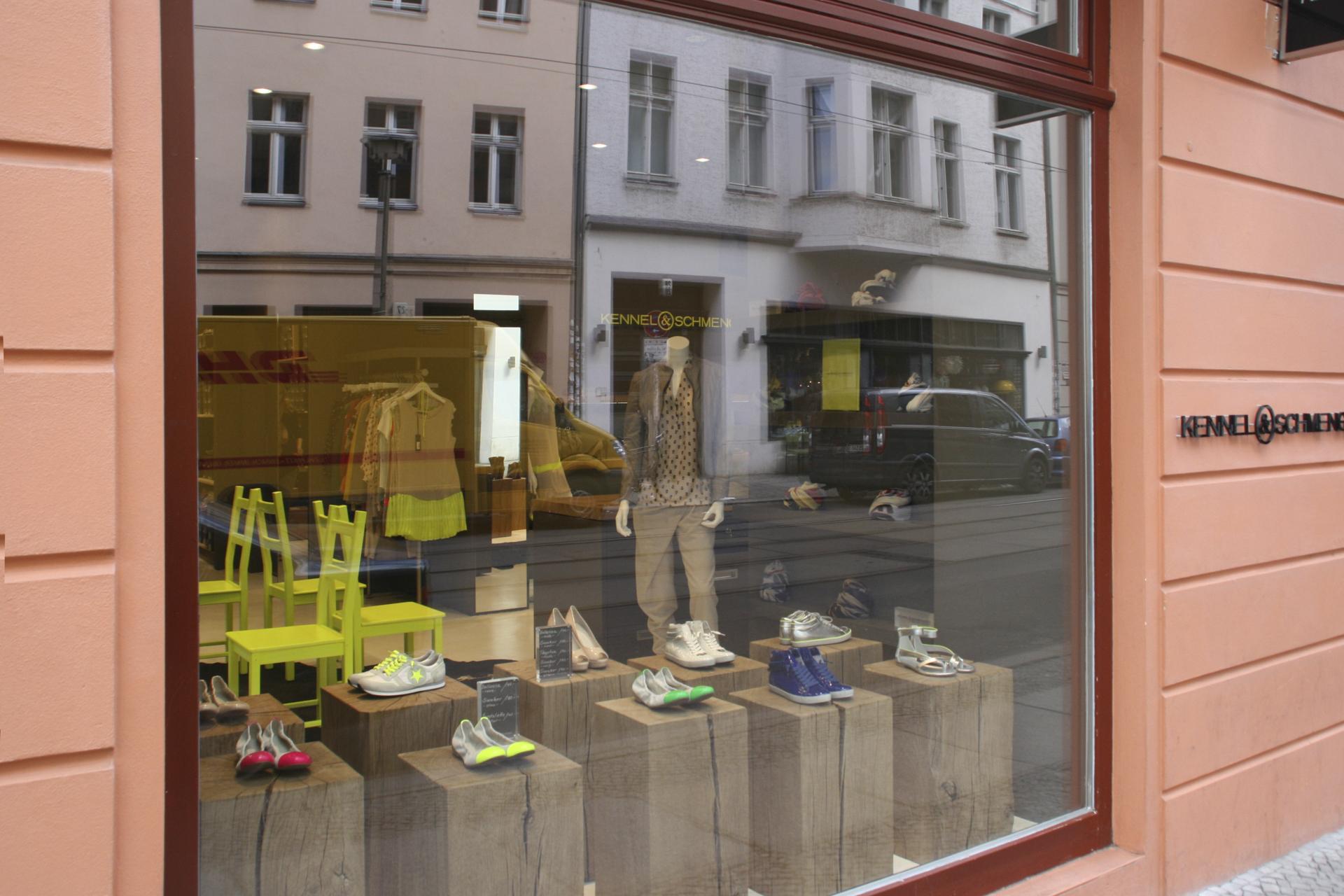 tischlerei-decker-shop-kennel-schmenger-auslage