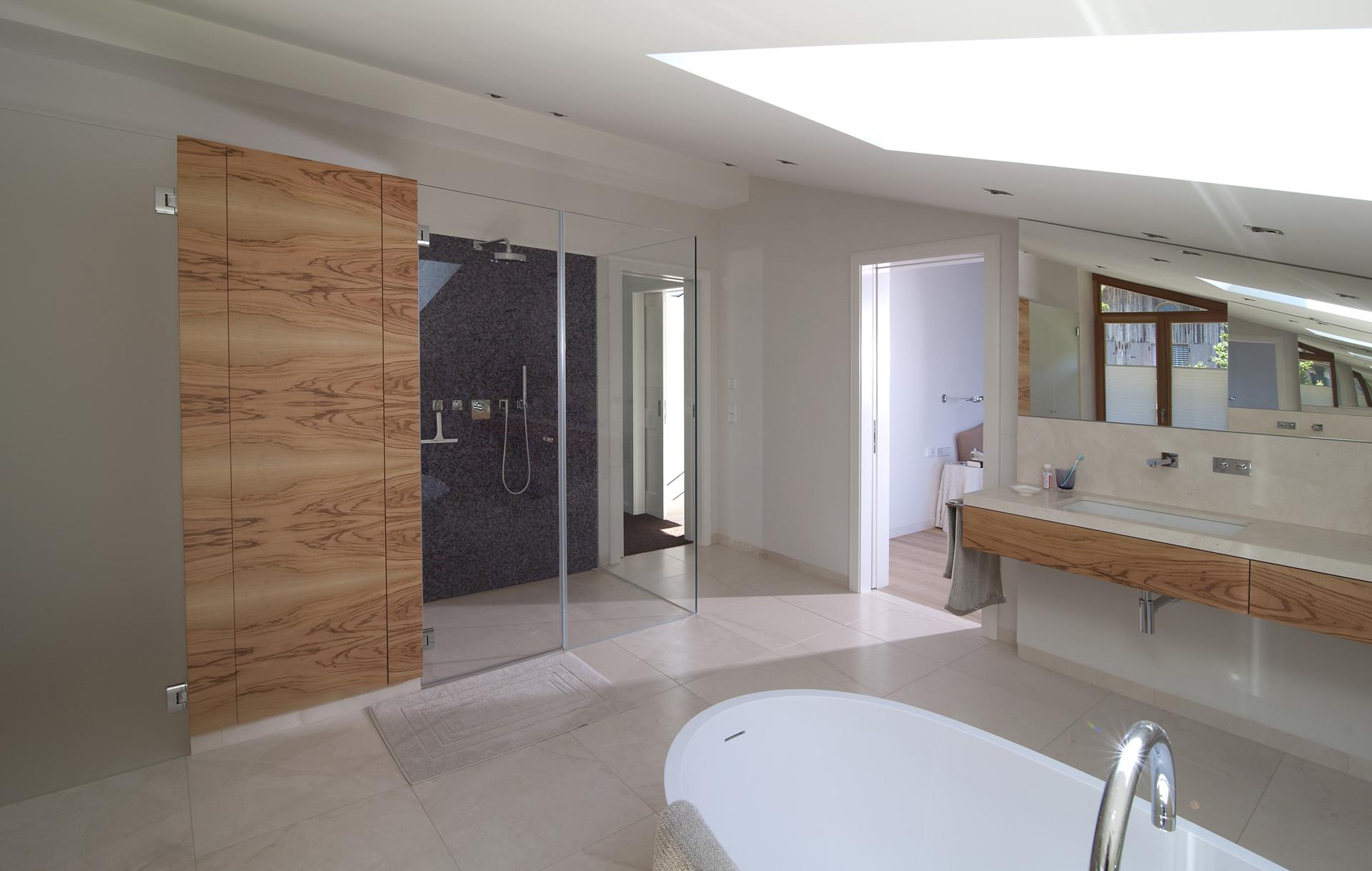 tischlerei-decker-villa-tegernsee-badezimmer-dusche