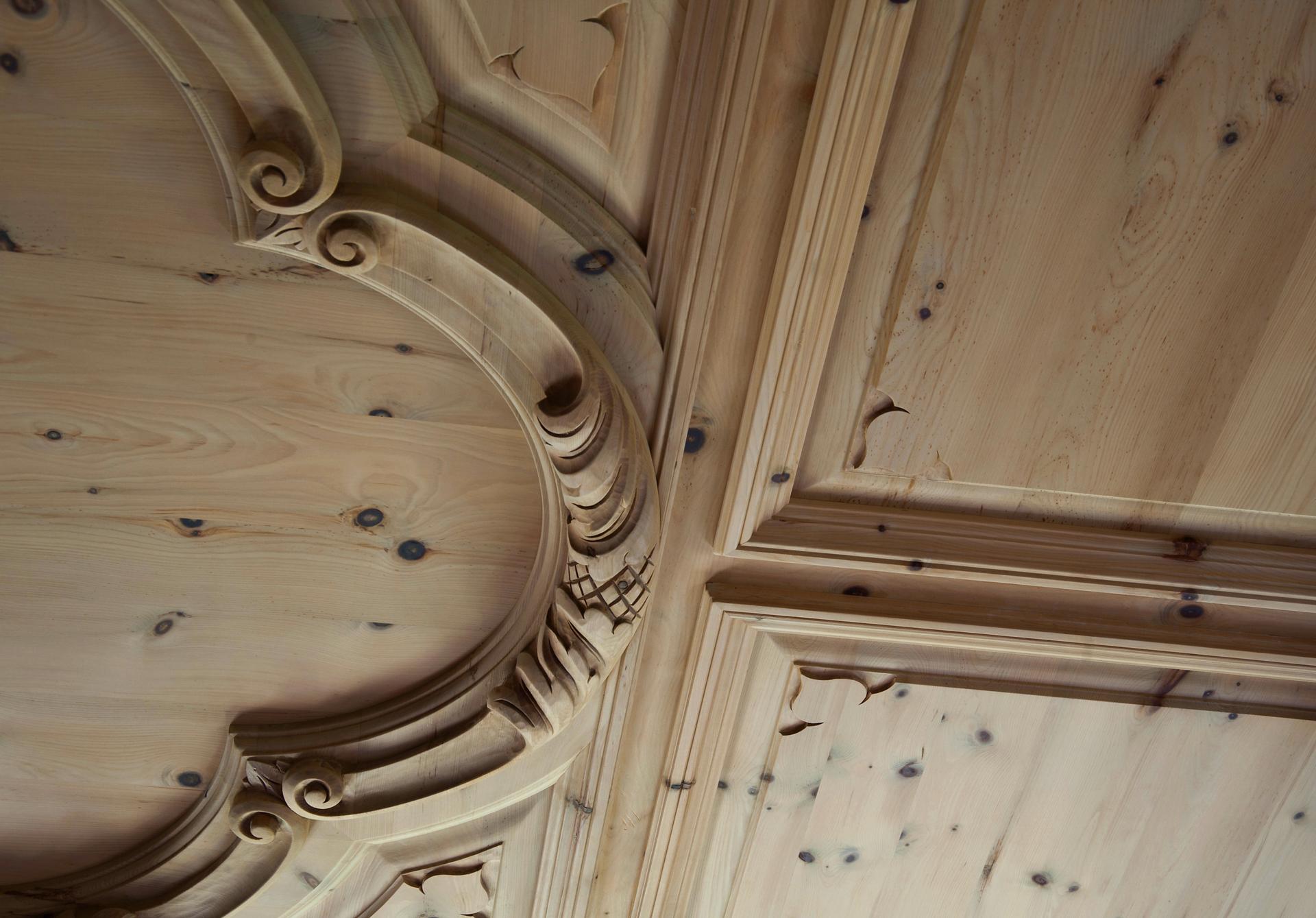 tischlerei-decker-villa-tegernsee-holzdecke-detail