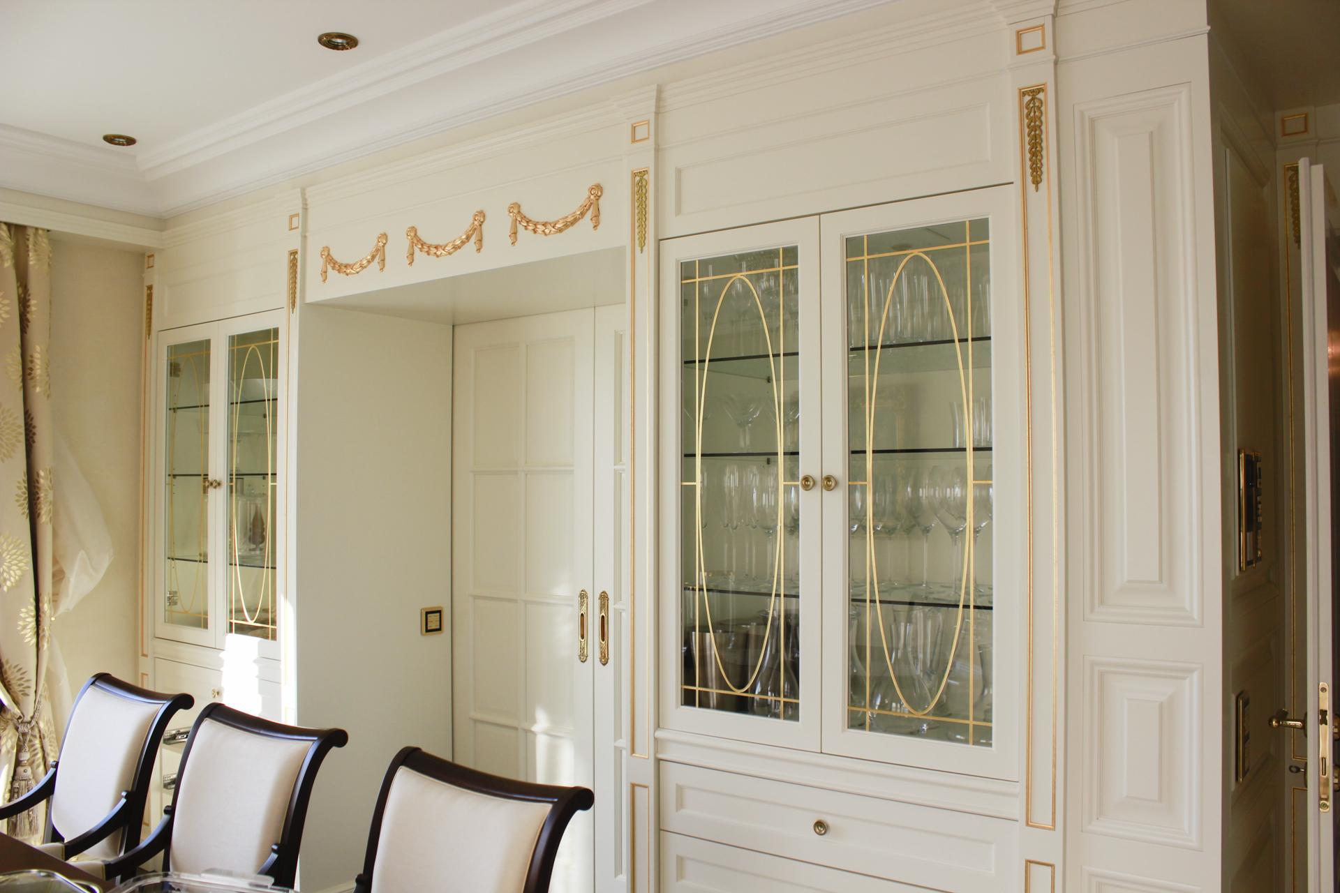 tischlerei-decker-wohnung-italien-vitrine
