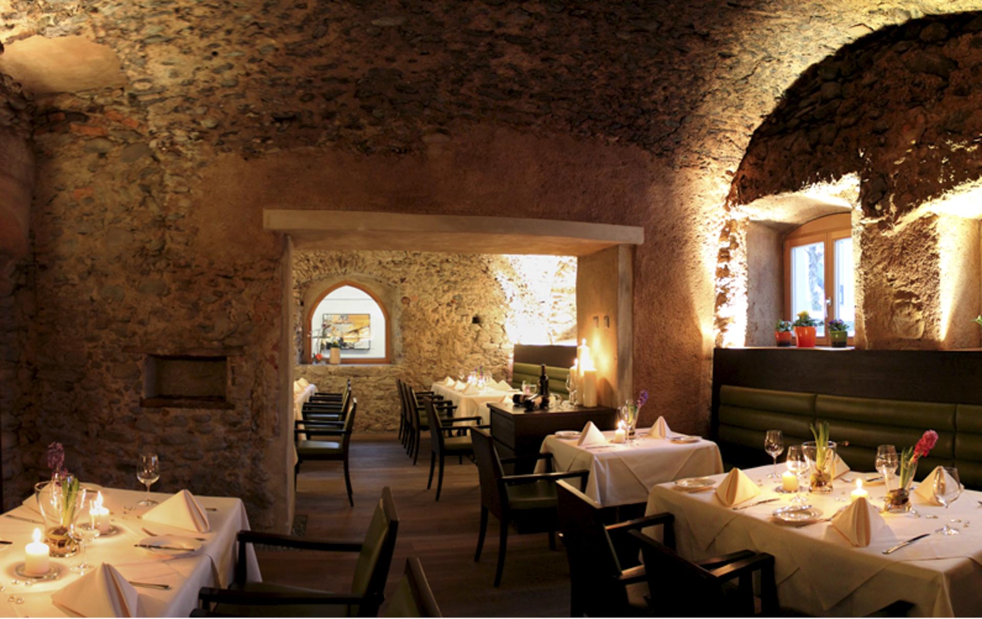 tischlerei-decker-zeitlos-restaurant-licht